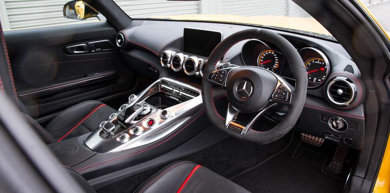2015-mercedes-amg-gts-V-porsche-911-gt3-comparison-0-105