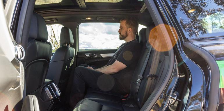 Porsche Cayenne v Range Rover Sport Hybrid Comparo-60