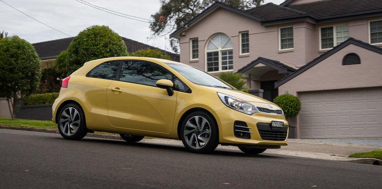 2015-kia-rio-sport-hatch-yellow-57