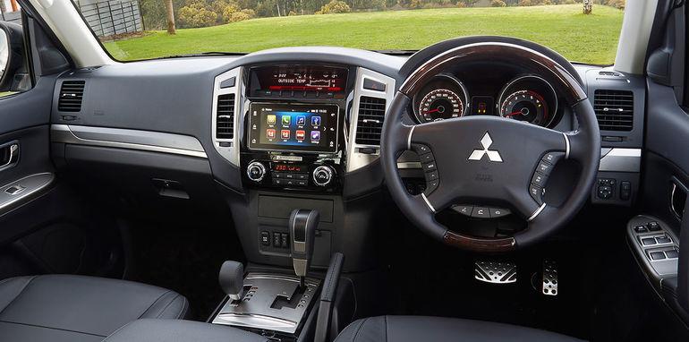 2016_mitsubishi_pajero_australia_02_carplay_android-auto