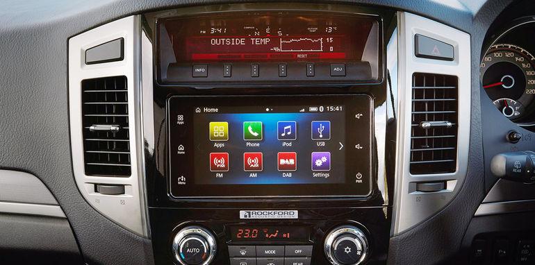2016_mitsubishi_pajero_australia_03_carplay_android-auto