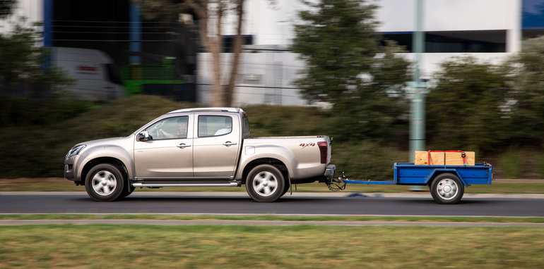 2015-eight-way-dual-cab-ute-comparison-57
