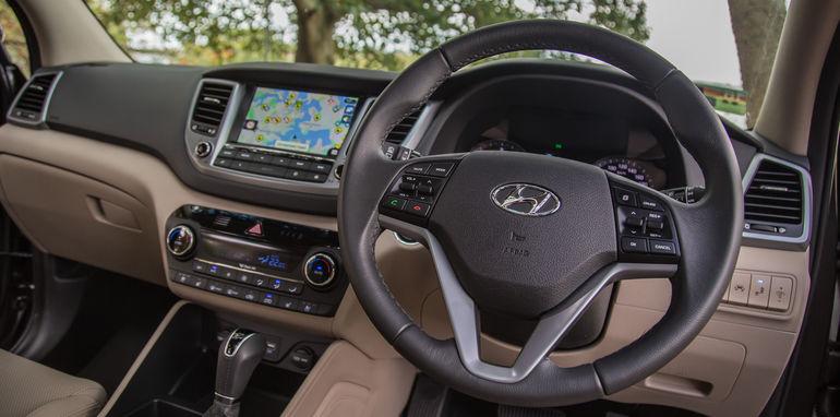 Hyundai Tucson V Honda CR-V-1-33
