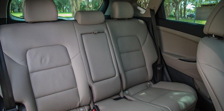 Hyundai Tucson V Honda CR-V-1-34