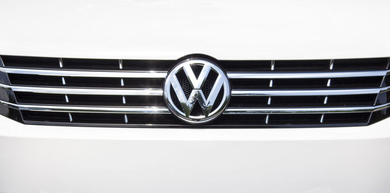 volkswagen-passat-grille