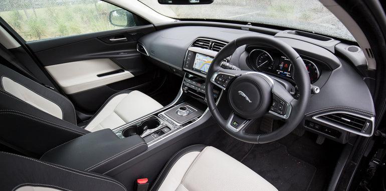 2015-luxury-sedan-comparison-mercedes-benz-jaguar-bmw-lexus-118