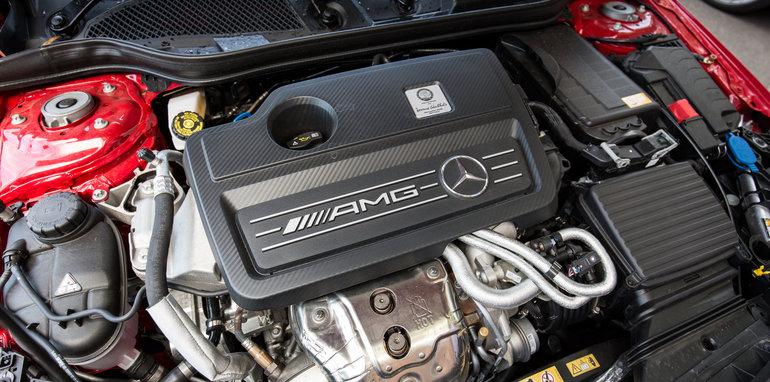 2015-mercedes-benz-A45-amg-hatch-1