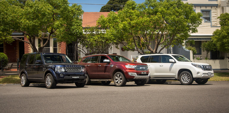 2016-ford-everest-titanium-v-land-rover-discovery-sdv6-se-comparison-129