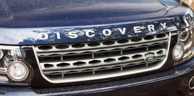 2016-ford-everest-titanium-v-land-rover-discovery-sdv6-se-comparison-66