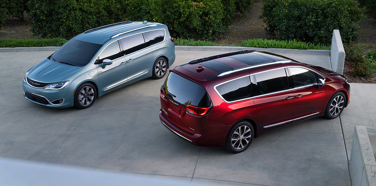 2016_chrysler_pacifica_overseas_09