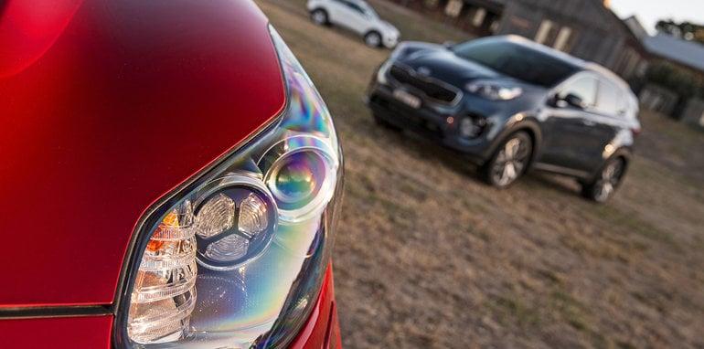 2016 Kia Sportage Platinum headlamp detail.