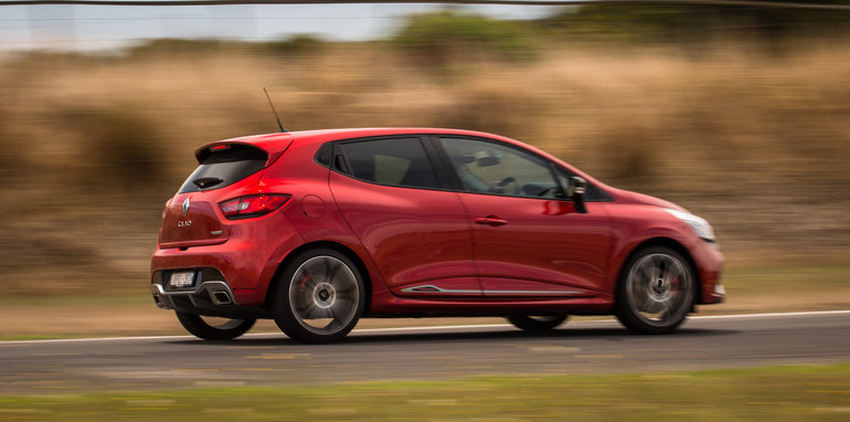 2016-renault-megane-rs-v-clio-rs-comparison-126