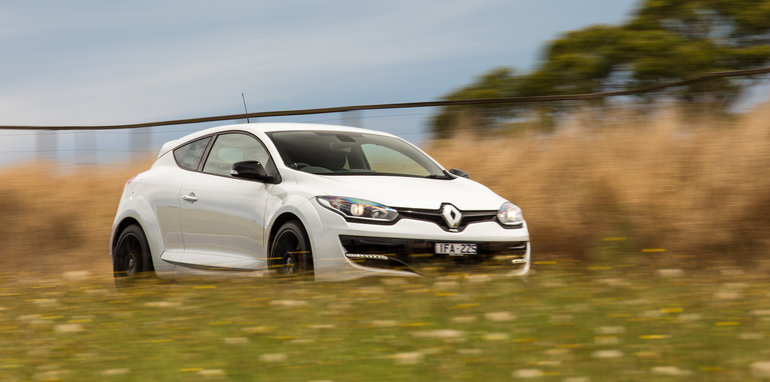 2016-renault-megane-rs-v-clio-rs-comparison-127