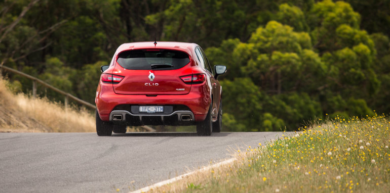 2016-renault-megane-rs-v-clio-rs-comparison-133