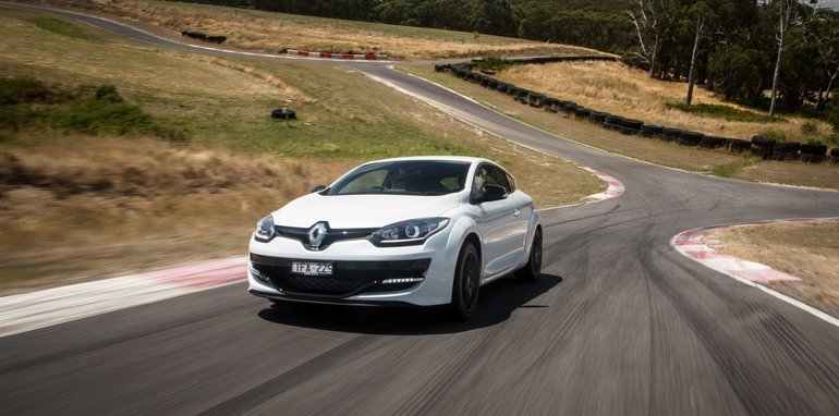2016-renault-megane-rs-v-clio-rs-comparison-156