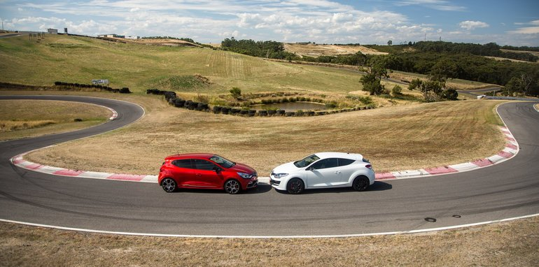 2016-renault-megane-rs-v-clio-rs-comparison-162