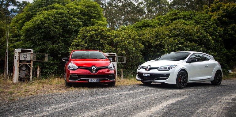 2016-renault-megane-rs-v-clio-rs-comparison-5