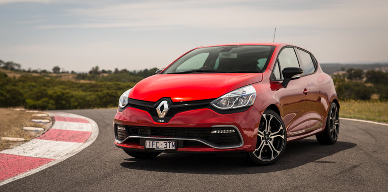 2016-renault-megane-rs-v-clio-rs-comparison-96