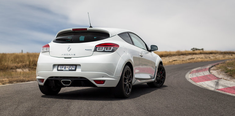 2016-renault-megane-rs-v-clio-rs-comparison-97