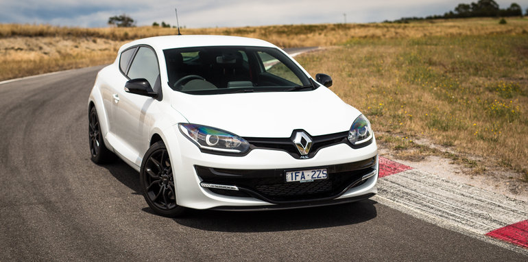 2016-renault-megane-rs-v-clio-rs-comparison-98