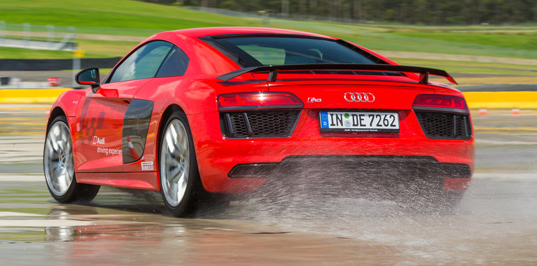 2016_audi_r8_audi-driving-experience_05