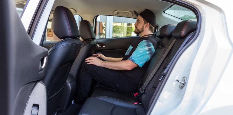 2016 Mazda 3 Touring Sedan v 2016 Hyundai Elantra Elite-70