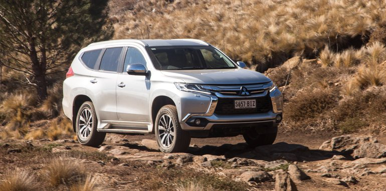 2016-mux-fortuner-everest-pajerosport-patrol-4x4-wagon-comparison-265