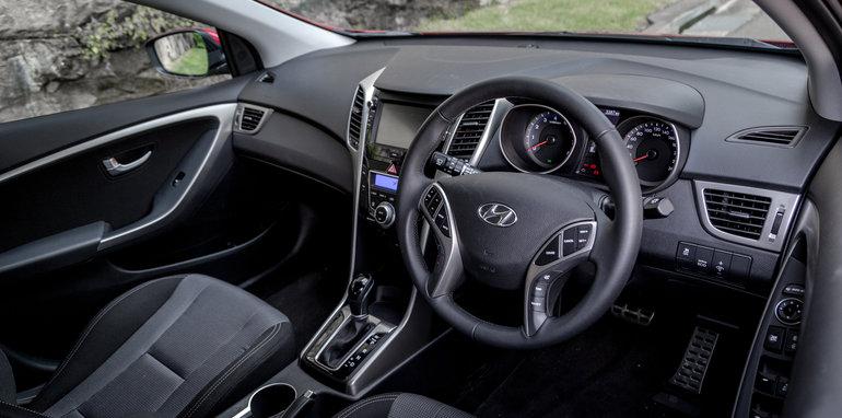 2016 Kia Cerato vs 2016 Hyundai i30 RT (17)