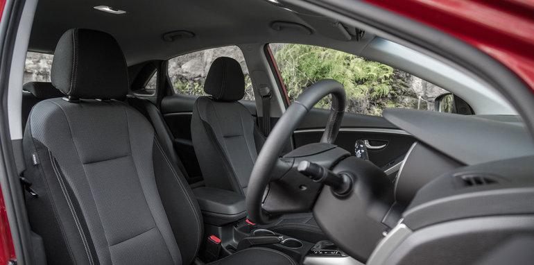 2016 Kia Cerato vs 2016 Hyundai i30 RT (18)