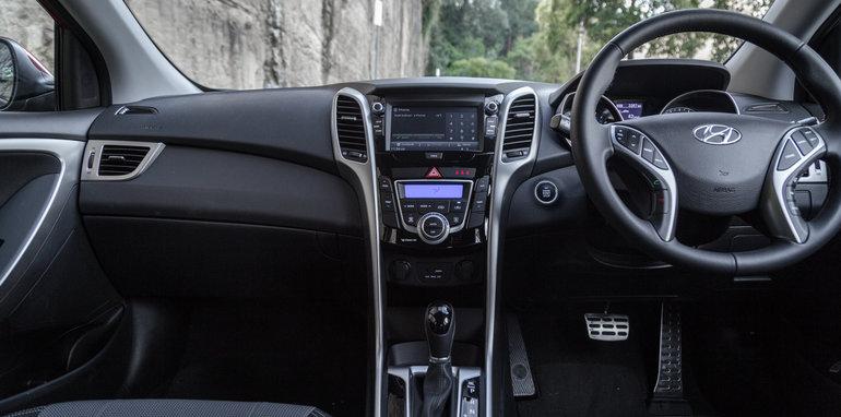 2016 Kia Cerato vs 2016 Hyundai i30 RT (2)