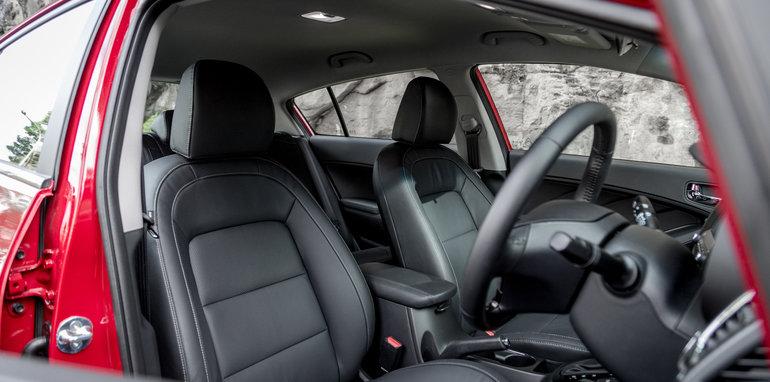 2016 Kia Cerato vs 2016 Hyundai i30 RT (43)