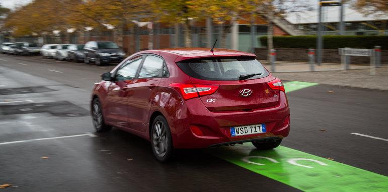 2016 Kia Cerato vs 2016 Hyundai i30 RT (80)