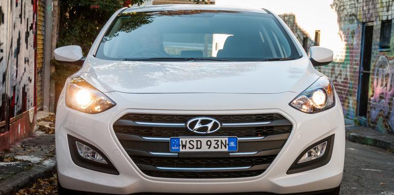 2016 Hyundai i30 Active v 2016 Kia Cerato S-41
