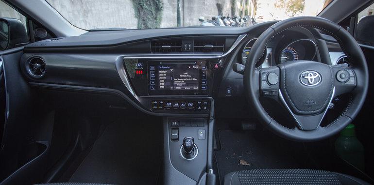 2016 Toyota Corolla Hybrid-40