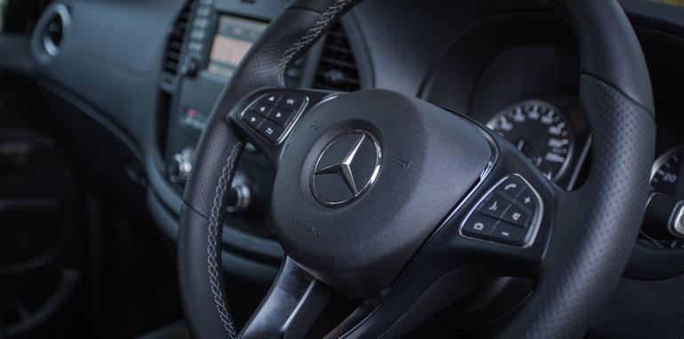 2016 Comparison Volkswagen Caravelle V Mercedes Valente-108