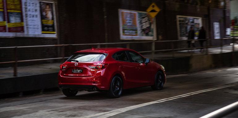 2016 Small Hatch Comparison Mazda 3 SP25 Astina V Volkswagen Golf 110TSI Highline V Hyundai i30 SR Premium-17