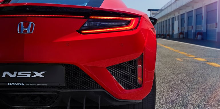 2017-Honda-NSX-red - 3