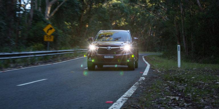 Mazda-cx-9-azami-toyota-kluger-grande-comparison12