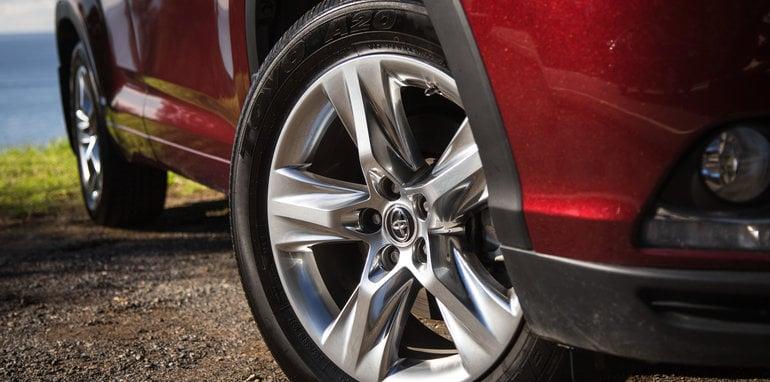 Mazda-cx-9-azami-toyota-kluger-grande-comparison132