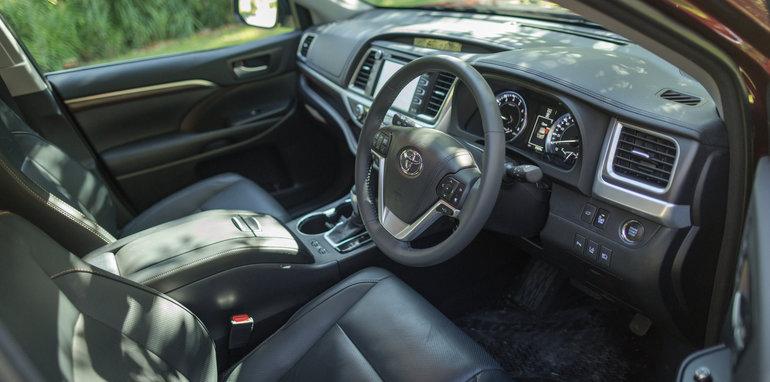 Mazda-cx-9-azami-toyota-kluger-grande-comparison50