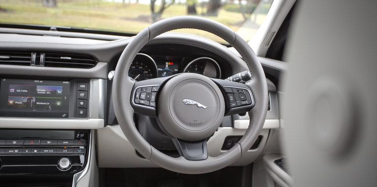 2016-4-car-comparo-bmw-520d-v-merc-e200-v-audi-a6-2-0-tfsi-quattro-v-jag-xf-98
