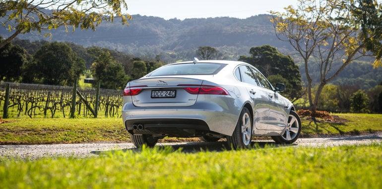 2016 Luxury sedan comparison Hyundai Genesis Ultimate v Jaguar XF 20d Prestige v Infiniti Q70 GT v Lexus GS200t F Sport v Skoda Superb sedan 206TSI-240