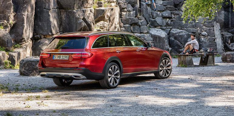 Mercedes-Benz E-Klasse All Terrain; Outdoor; 2016; Exterieur: designo hyazinthrot metallic // Mercedes-Benz E-Class All Terrain; outdoor; 2016; exterior: designo hyacinth red metallic
