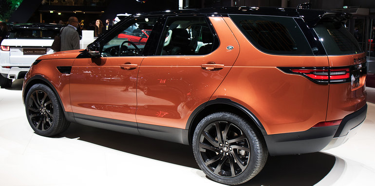 2017_land-rover_discovery_paris_02