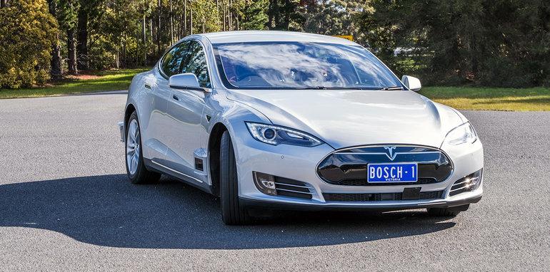 bosch_tesla-model-s_driverless_autonomous_01