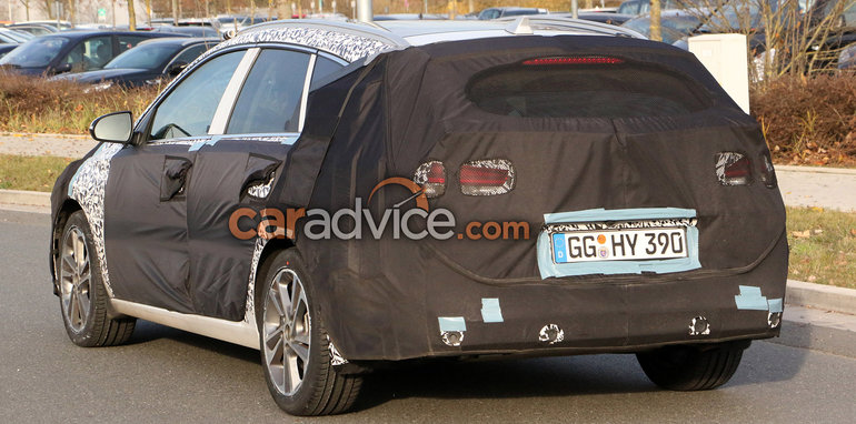 2017_hyundai_i30_touring_wagon_spy-photos_05