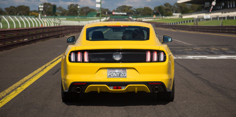 2017-ford-mustang-gt-v-holden-commodore-ss-track-33