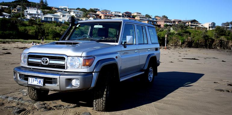 2017-toyota-landcruiser-70-series-wagon-lifestyle-12