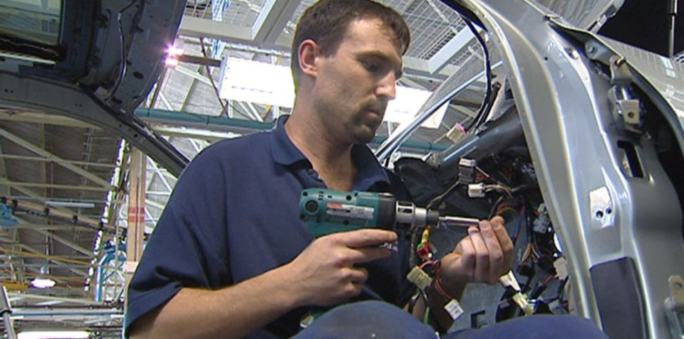 Car industry looks to interest rate cuts for relief