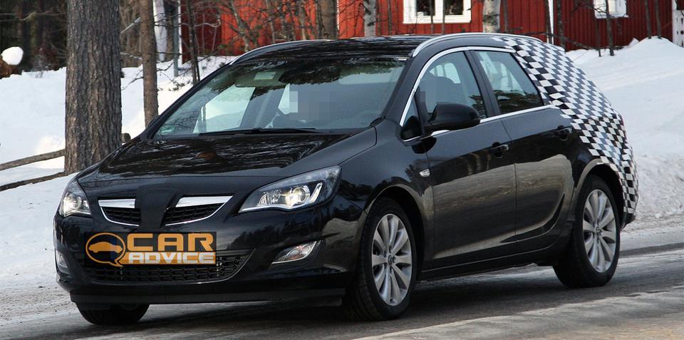 Opel Astra SportsTourer spy photos